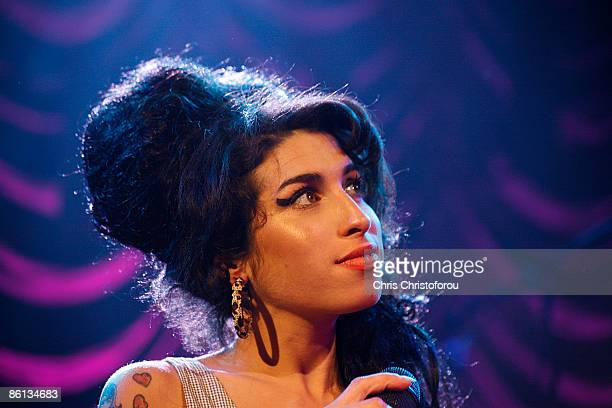 S BUSH EMPIRE Photo of Amy WINEHOUSE Amy Winehouse performing on stage