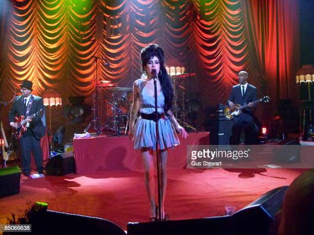 S BUSH EMPIRE Photo of Amy WINEHOUSE Amy Winhouse performing on stage