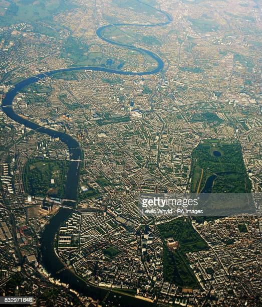 Photo of an aerial view of London and the river Thames.