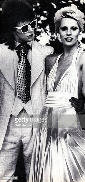 Photo of Angie BOWIE and David BOWIE posed with Angie Bowie c1973/1974