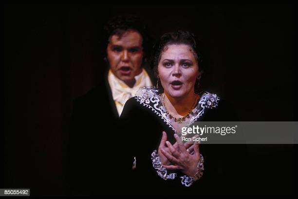 HOUSE Photo of Anthony MICHAELS MOORE and Elena PROKINA and EUGENE ONEGIN Elena Prokina as Tatiana Anthony Michaels Moore as Onegin