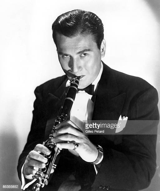 Photo of Artie SHAW Posed studio portrait of Artie Shaw with clarinet