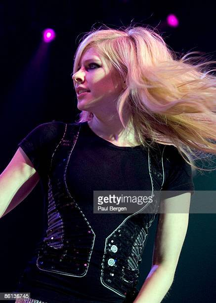 Photo of Avril LAVIGNE, Avril Lavigne performing on stage