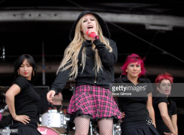 PARK Photo of Avril LAVIGNE performing live onstage