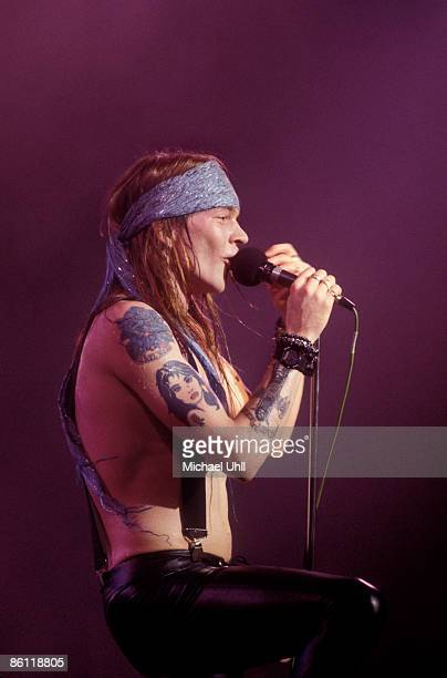 CLUB Photo of Axl ROSE and GUNS ROSES and GUNS N'ROSES Axl Rose performing on stage profile