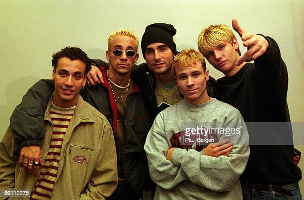 Photo of BACKSTREET BOYS LR Howie Dorough AJ McLean Kevin Richardson Brian Littrell Nick Carter posed group shot