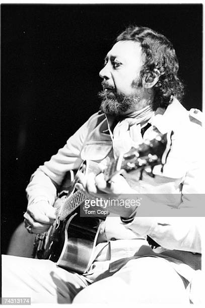 Photo of Barney Kessel Photo by Tom Copi/Michael Ochs Archives/Getty Images