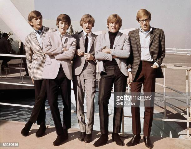 USA Photo of Barry WHITWAM and Peter NOONE and Keith HOPWOOD and Karl GREEN and Derek LECKENBY and HERMAN'S HERMITS LR Barry Whitwam Keith Hopwood...