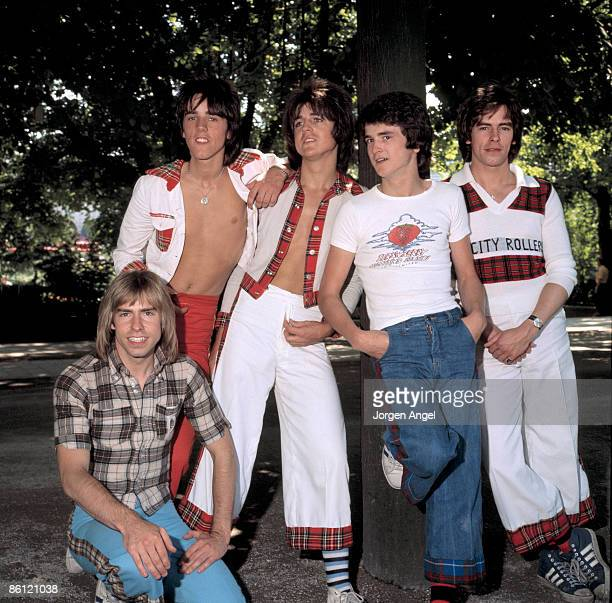 Photo of BAY CITY ROLLERS L to R Derek Longmuir Stuart Wood Eric Faulkner Les McKeown Alan Longmuir