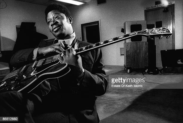 STUDIOS Photo of BB KING playing the guitar in the recording studio