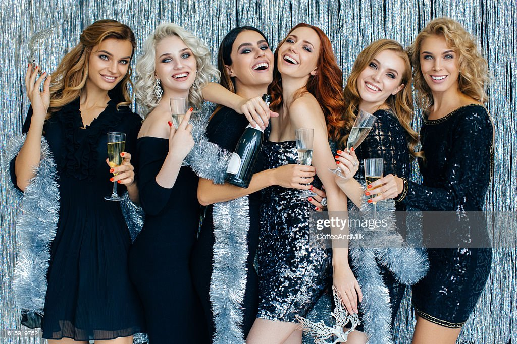Photo of beautiful girls celebrating new year : Stock-Foto