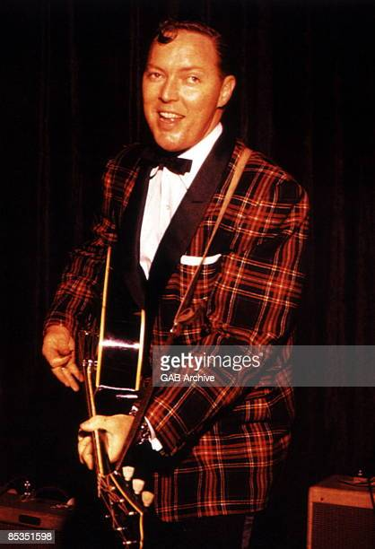 Photo of Bill HALEY Portrait with a guitar