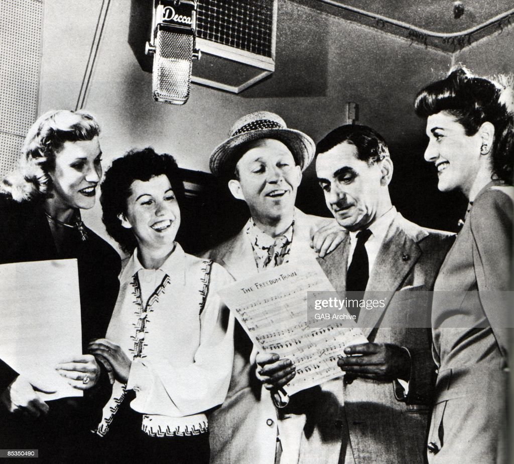 Photo of Bing CROSBY and Bing CROSBY and Irving BERLIN and Patty ANDREWS : News Photo