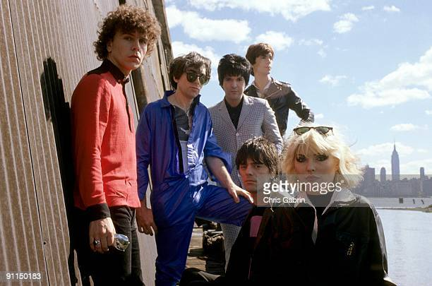 Photo of BLONDIE LR Nigel Harrison Chris Stein Clem Burke Jimmy Destri front lower right Frank Infante Debbie Harry