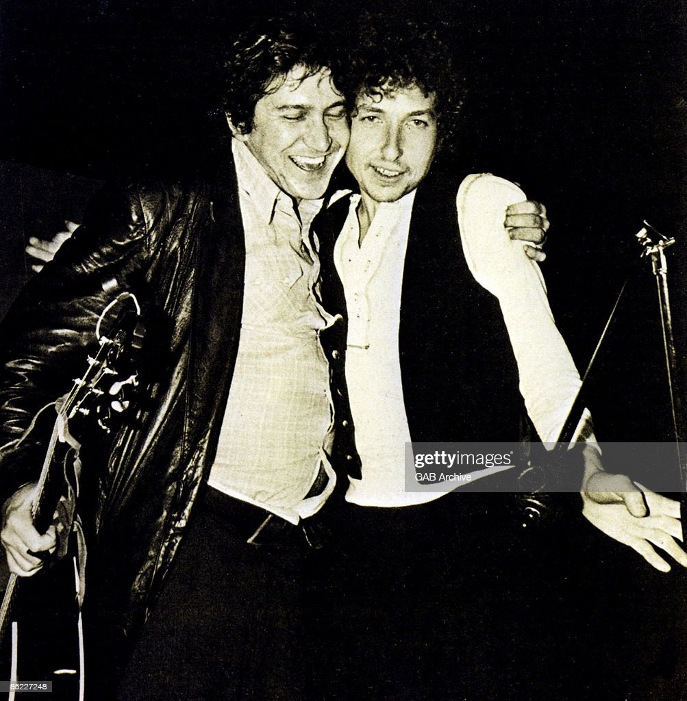 Photo of Bob DYLAN and Phil OCHS : News Photo