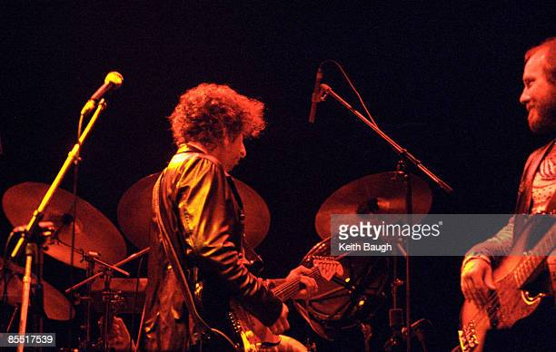 COURT Photo of Bob DYLAN and Tim DRUMMOND Bob Dylan and Tim Drummond performing on stage