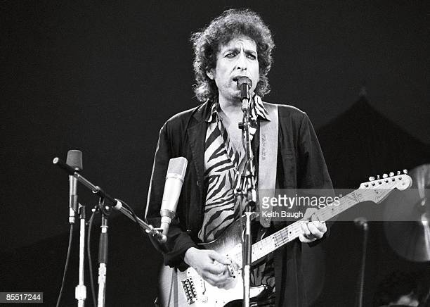 Photo of Bob DYLAN, Bob Dylan performing on stage