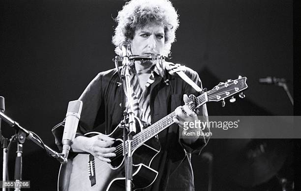 STADIUM Photo of Bob DYLAN Bob Dylan performing on stage