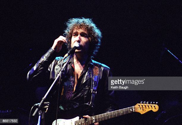 COURT Photo of Bob DYLAN Bob Dylan performing on stage