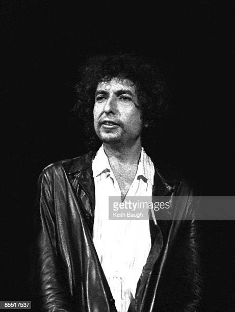COURT Photo of Bob DYLAN Bob Dylan performing on stage portrait