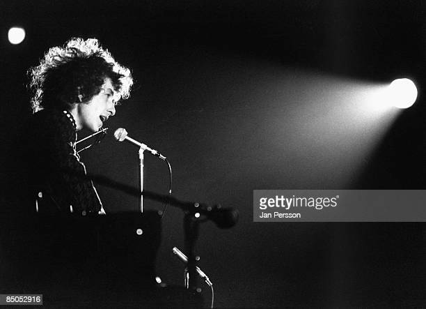 Photo of Bob DYLAN performing live onstage