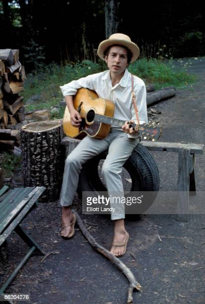 WOODSTOCK Photo of Bob DYLAN posed outside Byrdcliff home