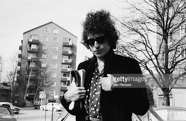 Photo of Bob DYLAN posed wearing sunglasses looking to camera