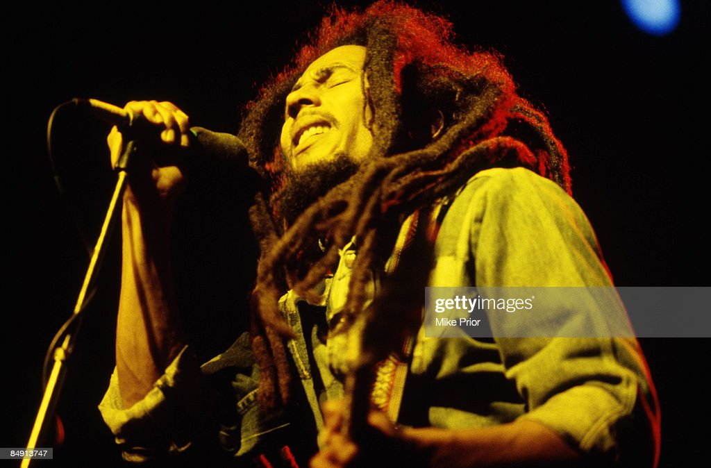 CENTRE Photo of Bob MARLEY, Bob Marley performing on stage