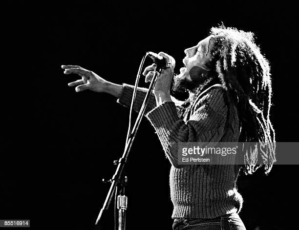 THEATER Photo of Bob MARLEY Bob Marley performing on stage profile