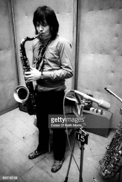 Sesioneros, sesiones y sindios - Página 4 Photo-of-bobby-keys-playing-saxophone-in-the-studio-picture-id85516249?s=612x612