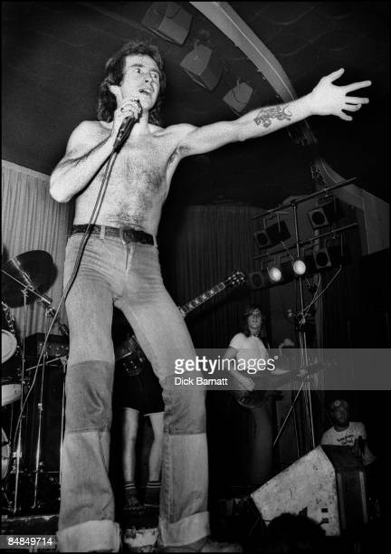 ROOMS Photo of BON SCOTT AC/DC AC/DC Nashville Rooms 1976