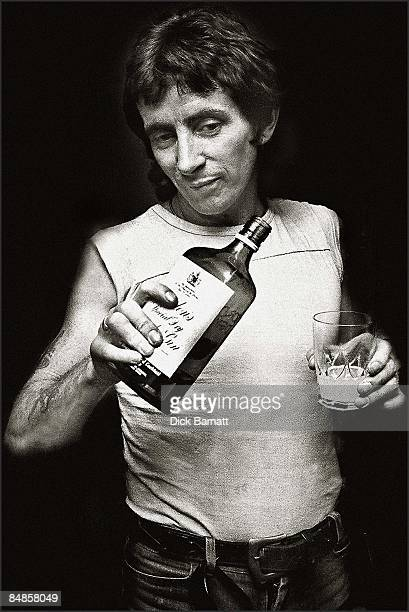 Photo of Bon Scott AC/DC London 1976