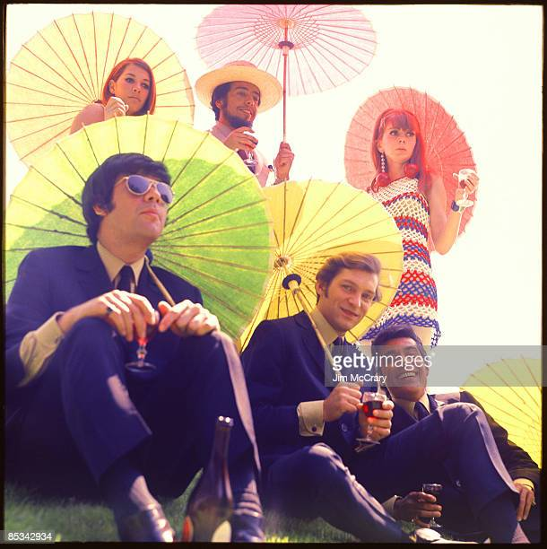 Photo of BRASIL 66 and Sergio MENDES Posed studio group portrait of Sergio Mendes and Brasil 66 drink parasol