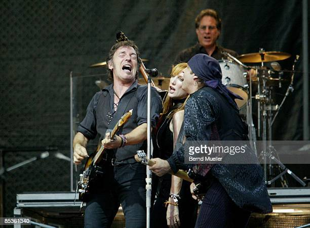 Photo of Bruce SPRINGSTEEN Musik Rock`n Roll Bruce Springsteen and the EStreet Band The Rising EuropaTournee 2003 live in Olympiastadion Bruce...