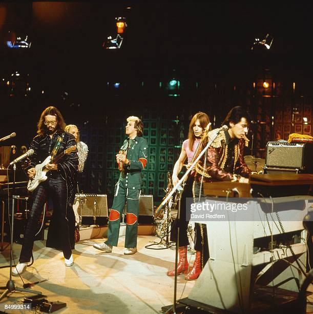 CENTRE Photo of Bryan FERRY and Phil MANZANERA and ROXY MUSIC LR Phil Manzanera Andy Mackay Rik Kenton Bryan Ferry performing live on BBC TV Show...