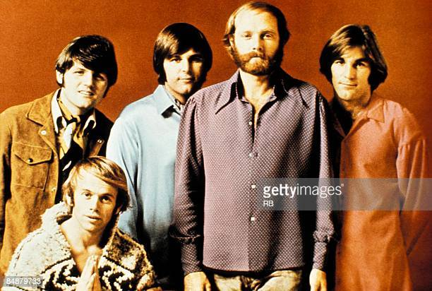 Photo of Carl WILSON and Mike LOVE and Bruce JOHNSTON and Dennis WILSON and BEACH BOYS and Al JARDINE; Posed group portrait. Back: Bruce Johnston,...