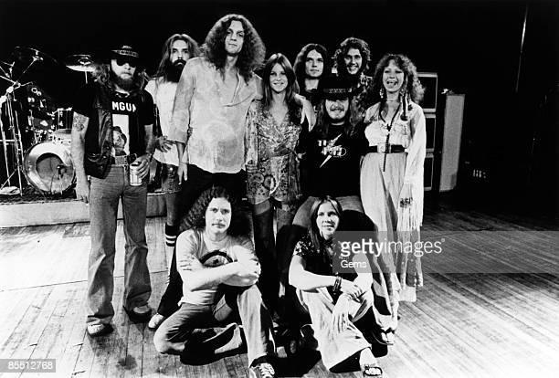 Photo of Cassie GAINES and Billy POWELL and Allen COLLINS and Ronnie VAN ZANT and Leon WILKESON and Artimus PYLE and Leslie HAWKINS and Gary...