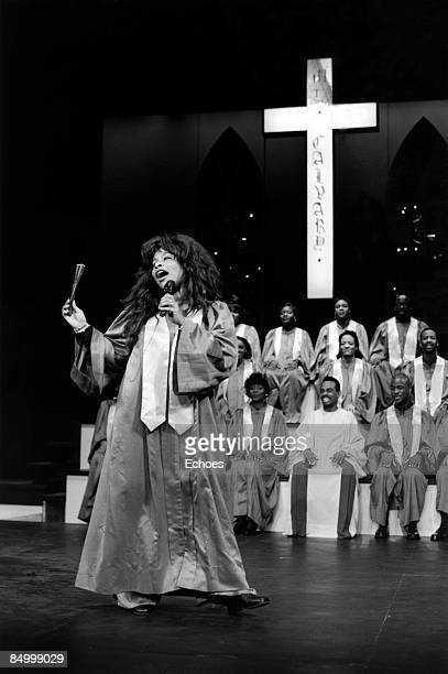 Photo of Chaka KHAN; Chaka Khan performing on stage with a gospel choir