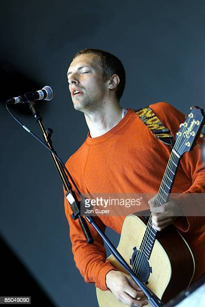 Photo of Chris MARTIN and COLDPLAY, Chris Martin performing live onstage