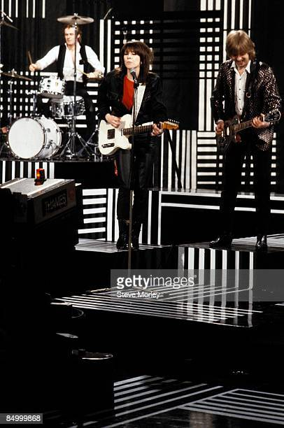 STUDIOS Photo of Chrissie HYNDE and Martin CHAMBERS and James HONEYMANSCOTT and PRETENDERS LR Martin Chambers Chrissie Hynde James HoneymanScott...