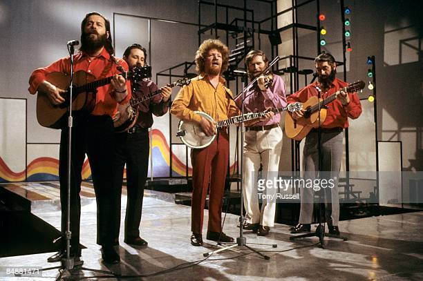 LWT Photo of Ciaran BOURKE and DUBLINERS and Luke KELLY and Barney McKENNA LR Ciaran Bourke Barney McKenna Luke Kelly John Sheahan Ronnie Drew...
