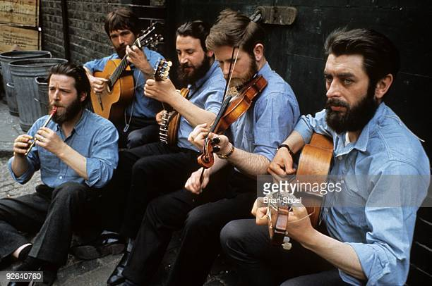 Photo of Ciaran BOURKE and DUBLINERS and Ronnie DREW and Barney McKENNA LR Ciaran Bourke Barney McKenna John Sheahan Ronnie Drew