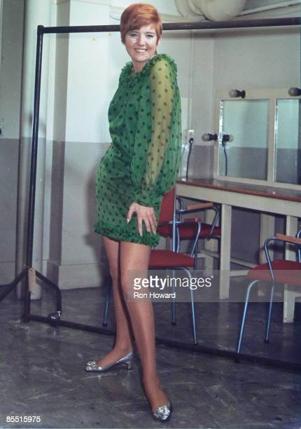 POPS Photo of Cilla BLACK Posed portrait backstage in dressing room