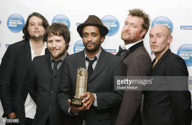 AWARDS Photo of Craig POTTER and ELBOW and Guy GARVEY and Mark POTTER and Pete TURNER and Richard JUPP Posed group portrait of the Mercury Music...