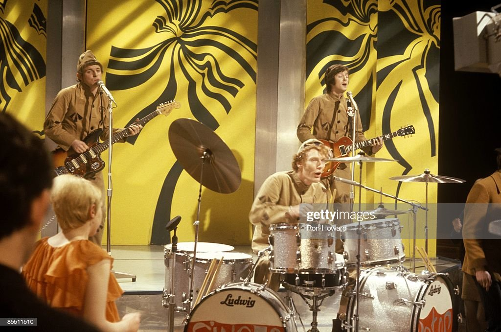 Photo of CREAM and Ginger BAKER and Eric CLAPTON and Jack BRUCE : Foto jornalística