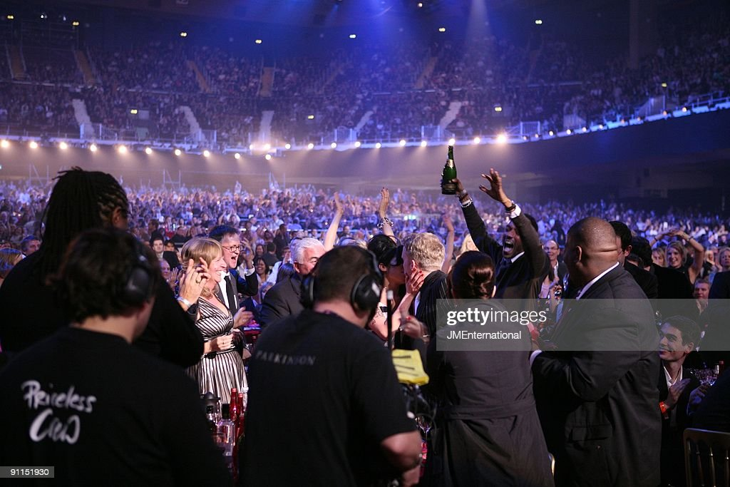 AWARDS Photo of CROWDS and MUSIC INDUSTRY EVENT and Amy WINEHOUSE, buried in the throng, Amy Winehouse finds out she's won the 2007 Brit Award for Best British Female Solo Artist