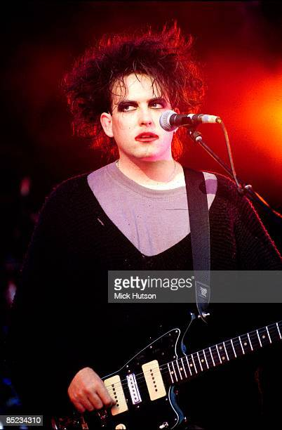 PALACE Photo of CURE Robert Smith performing live onstage