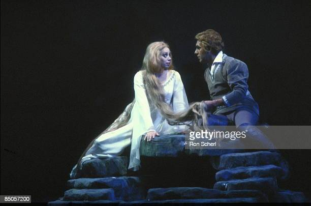 HOUSE Photo of Dale DUESING and Maria EWING and PELLEAS ET MELISANDE Maria Ewing as Melisande Dale Duesing as Pelleas