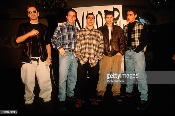 Photo of Danny WOOD and NEW KIDS ON THE BLOCK and Joey McINTYRE and Donnie WAHLBERG and Jonathan KNIGHT and Jordan KNIGHT Posed group portrait LR...