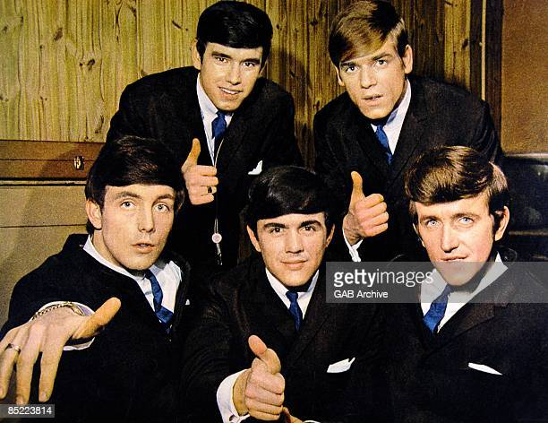 Photo of Dave CLARK and Rick HUXLEY and Lenny DAVIDSON and Denis PAYTON and Mike SMITH and DAVE CLARK FIVE Group portrait LR Mike Smith Denis Payton...
